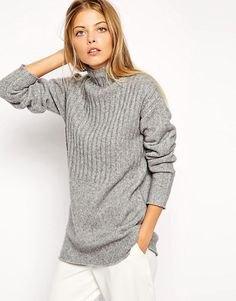 big chunky gray ribbed sweater white pants