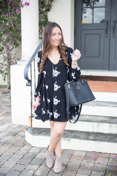 black v-neck printed swing dress