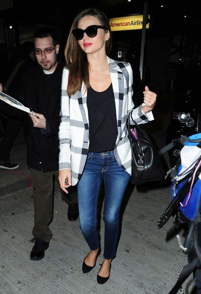 black vest top blue skinny jeans