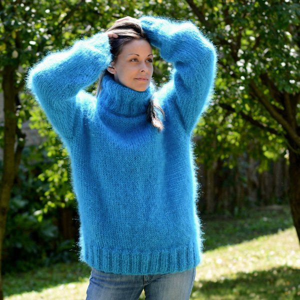 blue turtleneck chunky knit sweater washed skinny jeans