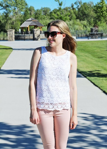 white crocheted sleeveless top pink skinny jeans
