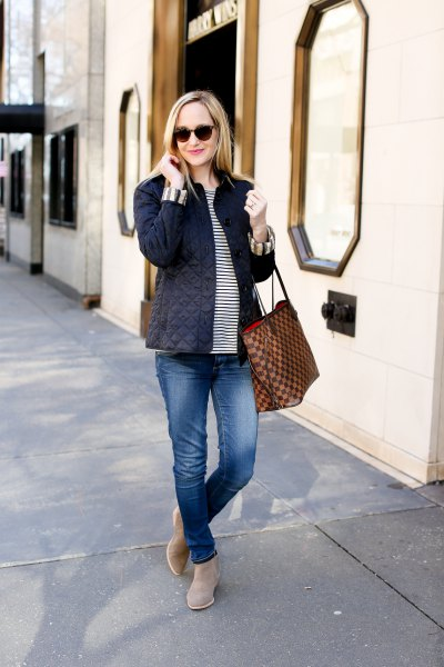 striped tee boyfriend jeans outfit