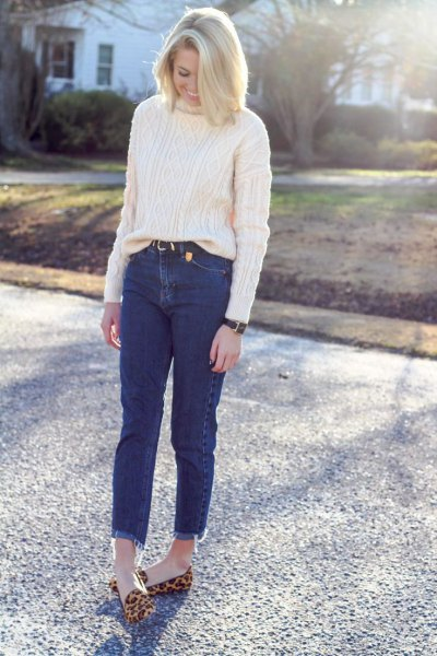 white cable knit chunky sweater mom jeans