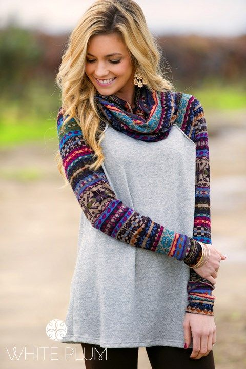 sweater with knee-neck embroidered