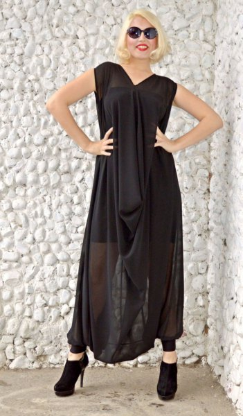black sleeveless maxi dress in loose fit