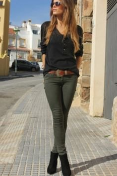 black long sleeve t-shirt green skinny jeans