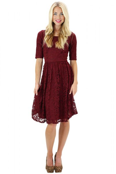 half-heated fit and flared knee-length lace dress