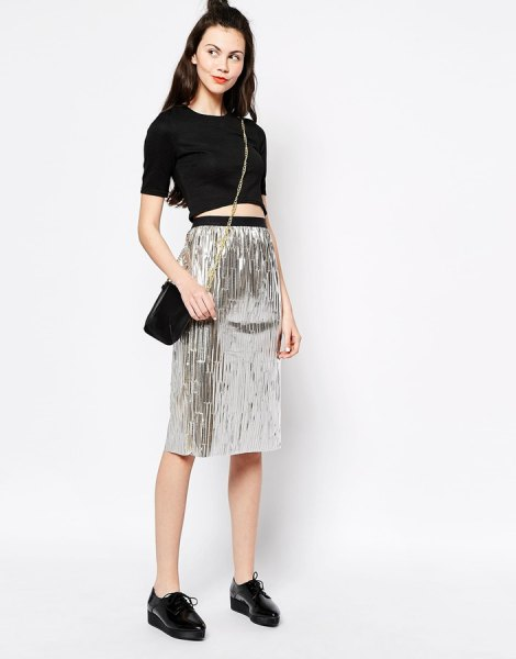 black cropped t-shirt with high waist in silver metallic skirt