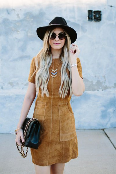 camel mantle dress black felt hat