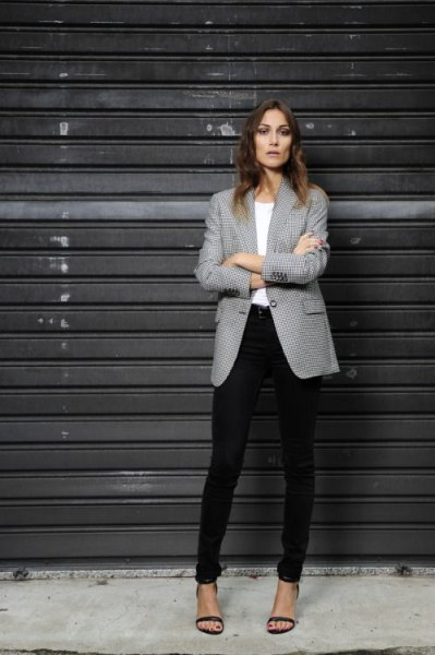 gray patterned blazer white black black skinny pants