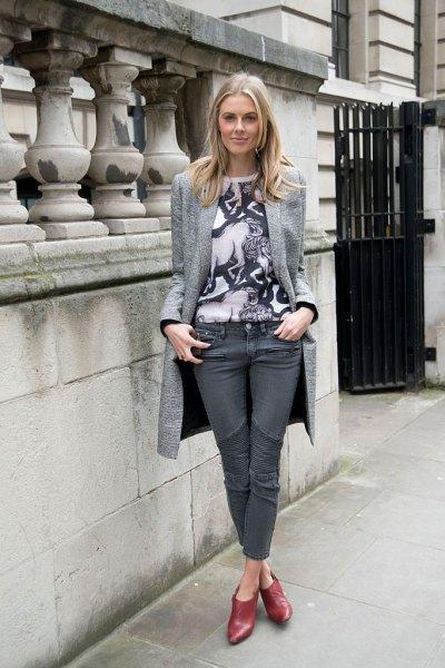 long blazer print t-shirt gray jeans