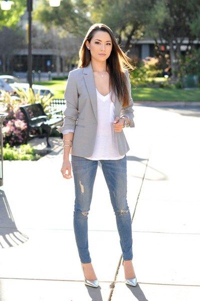 white v-neck tee ripped skinny jeans