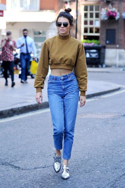 green cropped sweater mom jeans