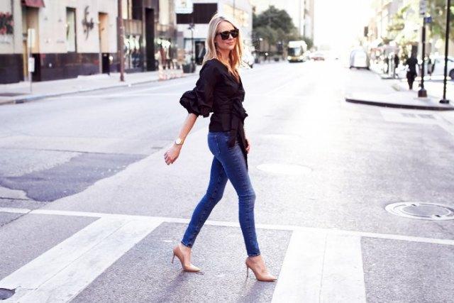 black half-heated ruffle wrap top skinny jeans
