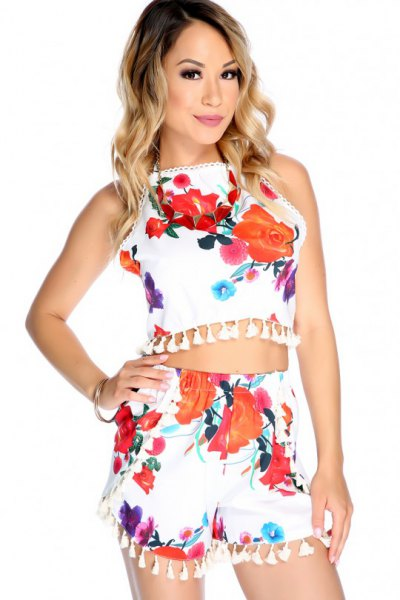 two-piece set white flowers holding top tassel shorts