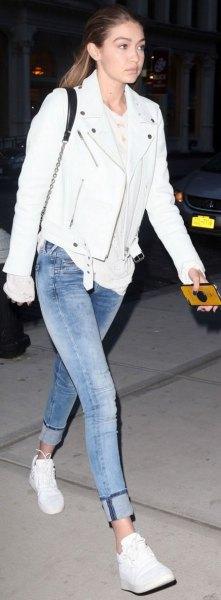 vita tee cuffed jeans vita sneakers
