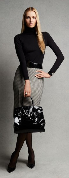 gray and white patterned pencil skirt