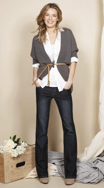 gray cardigan white shirt wide leg jeans