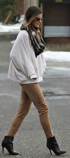 oversized sweater made of camel suede