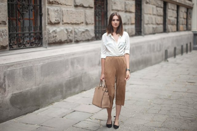 pants with high waist white shirt black flats