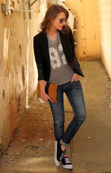 black blazer gray print tee cuffed jeans