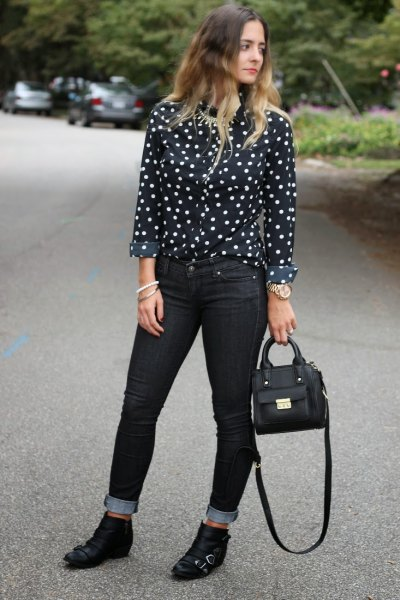 black and white polka shirt with skinny jeans