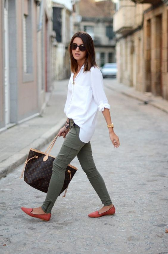 green skinny jeans white shirt