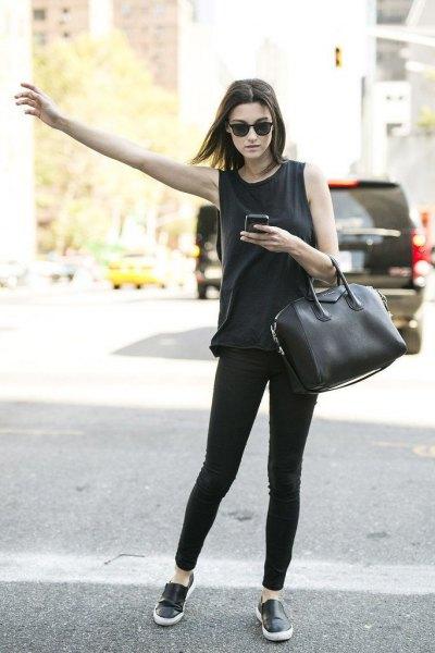 black sneakers skinny jeans