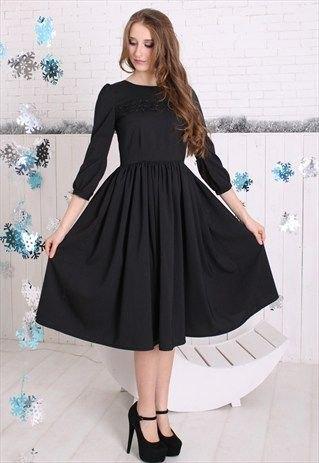 three-quarter sleeved black flare midi dress heels