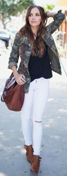 black blouse white skinny jeans camo jacket