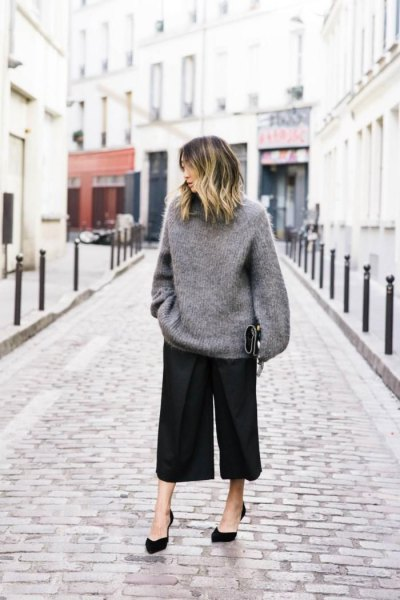 gray oversized knitted sweater black culottes.