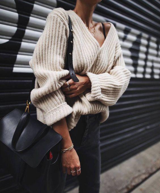 sweater in v-neck beige black