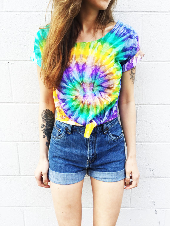 tie dye t-shirt denim shorts