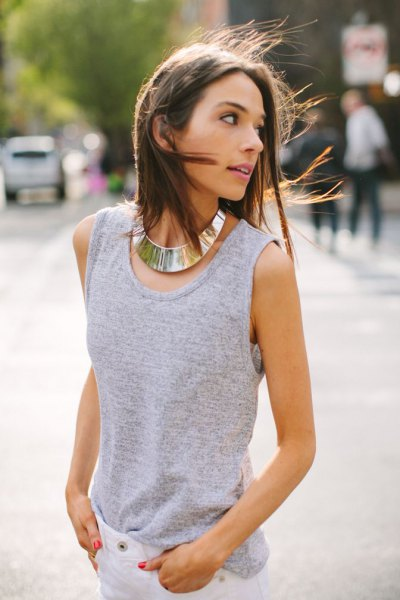 gray sleeveless top with white skinny jeans and gold choker necklace