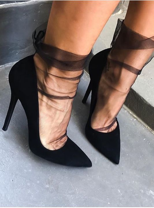 tights black pumps