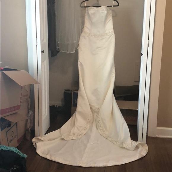 Ashley Jordan Dresses | Preloved Wedding Dress Veil By | Poshma