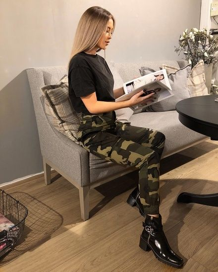 Instagram baddie outfit casual comfy and hot outfit. Camo pants + .