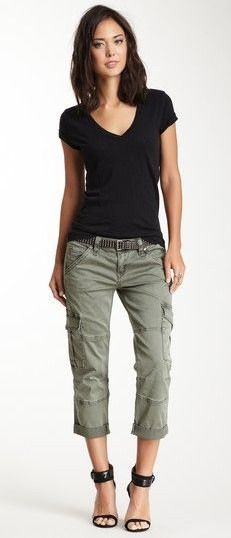 Love these pants and basic shirt combo for summer/early fall days .
