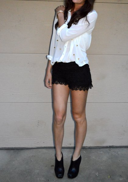 How to Wear Black Lace Shorts: 15 Amazing Outfit Ideas - FMag.c