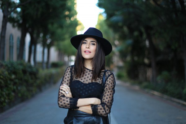 How to Wear Black Mesh Top: 15 Amazing Outfits - FMag.c