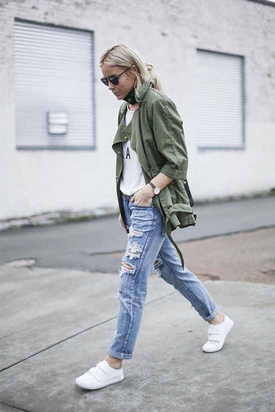 35 Outfits That Prove You Can Look Chic On Sneakers | Casual fall .