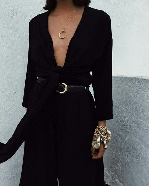 Jewels, mononchrome, black, black jumpsuit, gold jewelry | Ideias .