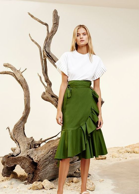 50+ Fashionable Look With Ruffle Skirt Outfit Ideas | Skirt .