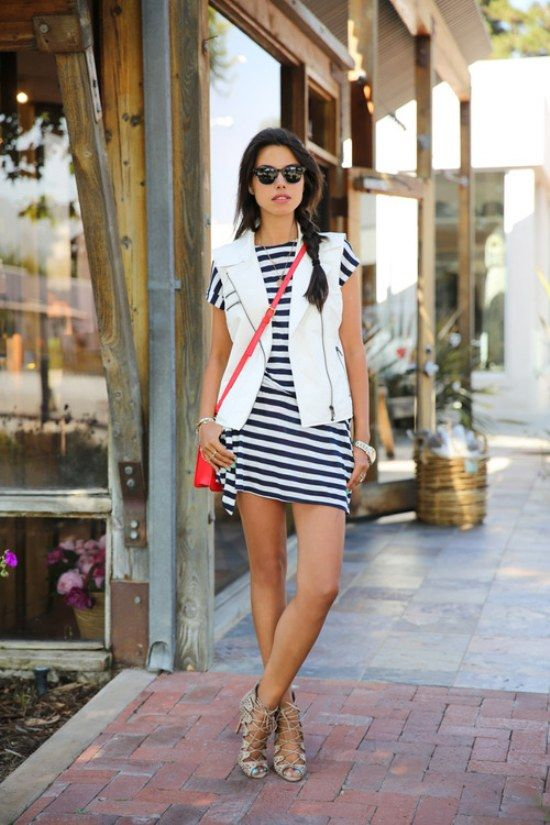 15 Best Outfits on How to Wear Striped Dresses | KSISTY