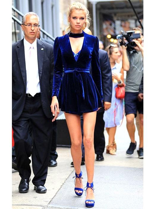 midnight-blue-velvet-dress-new-years-eve-outfit-ideas-min | Ecemel