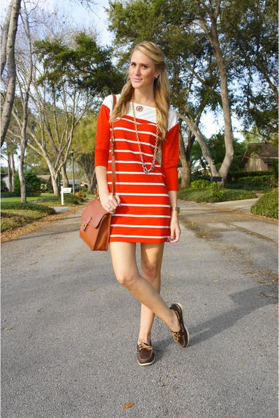 Cute summer dress idea I can wear with sperrys | Red striped dress .