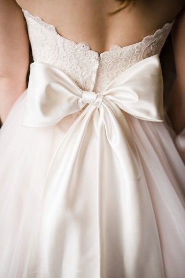 love bows on the back of wedding dresses | Bow wedding dress .