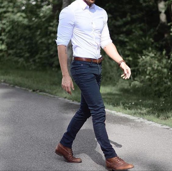 02 navy jeans, a white fitted shirt and brown leather shoes .