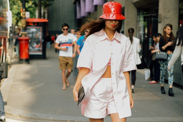 How to Wear Bucket Hat: 15 Best Outfit Ideas for Women - FMag.c