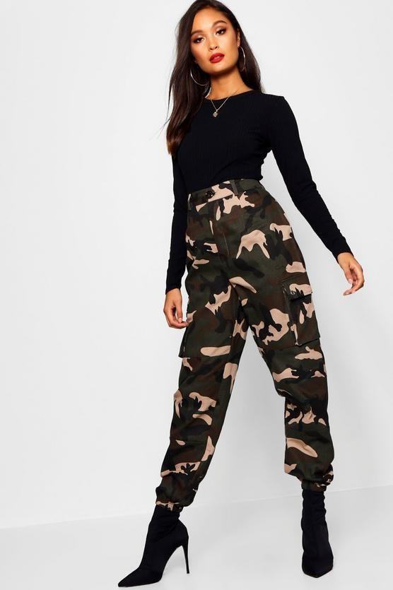 Woven Camo Cargo Pocket Pants | boohoo | Cargo pants outfit, Camo .